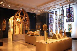Vitrales y esculturas del Museo Victoria y Alberto