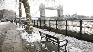 Nieve en Londres por invierno en Inglaterra.